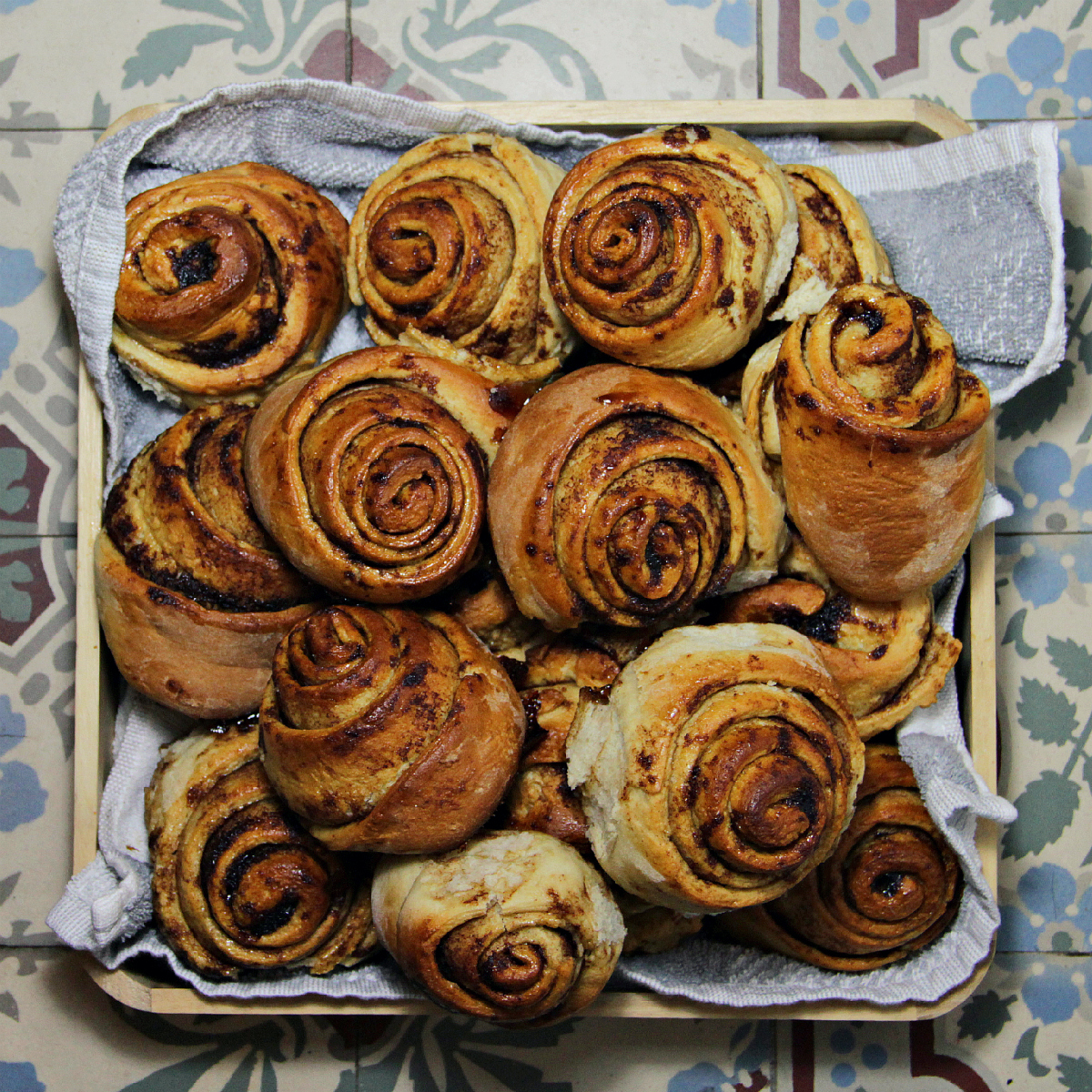 Vegan Cinnamon Rolls / Cinnabuns - The Vegan Eskimo