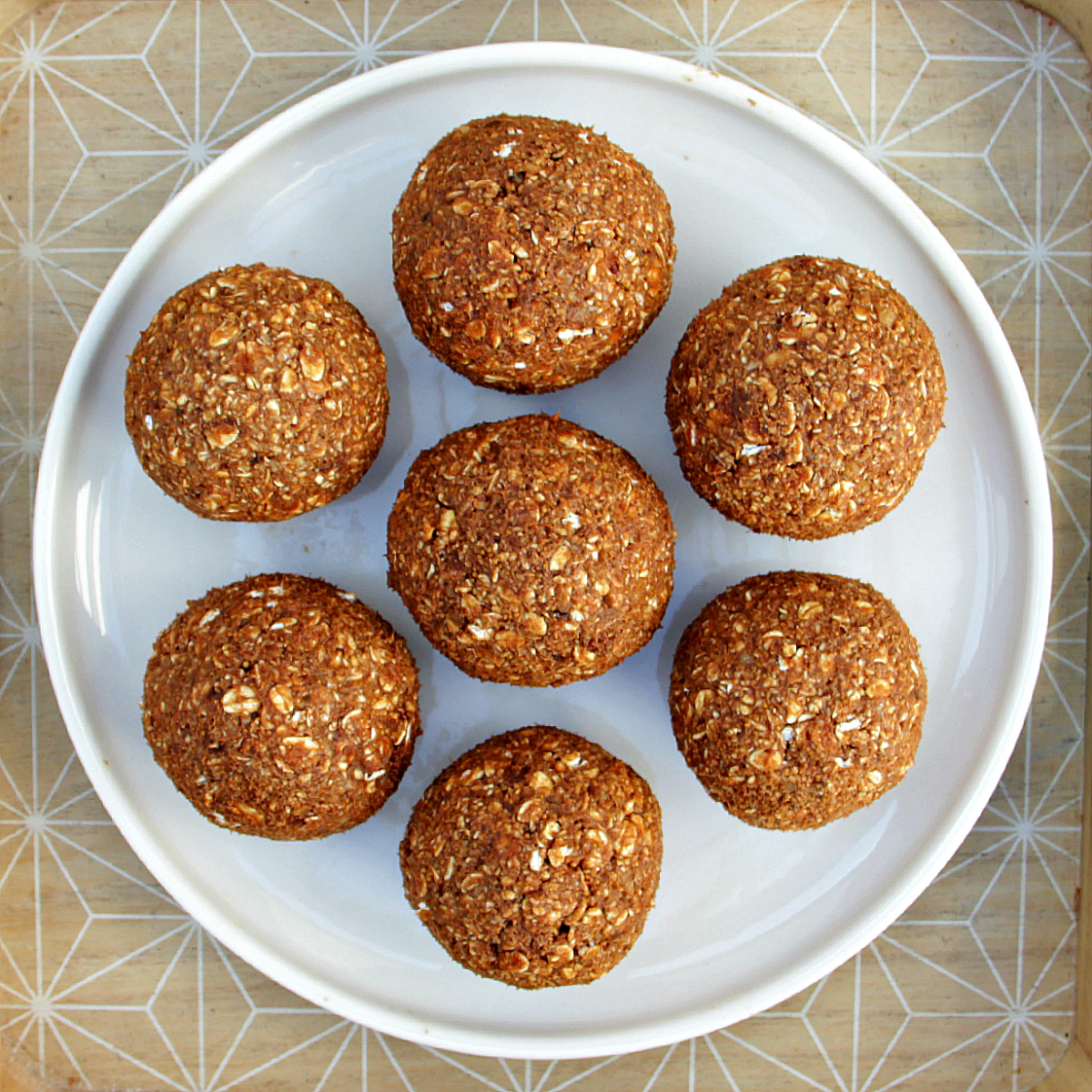 Vegan Fig, Date & Oat Cereal Balls - The Vegan Eskimo