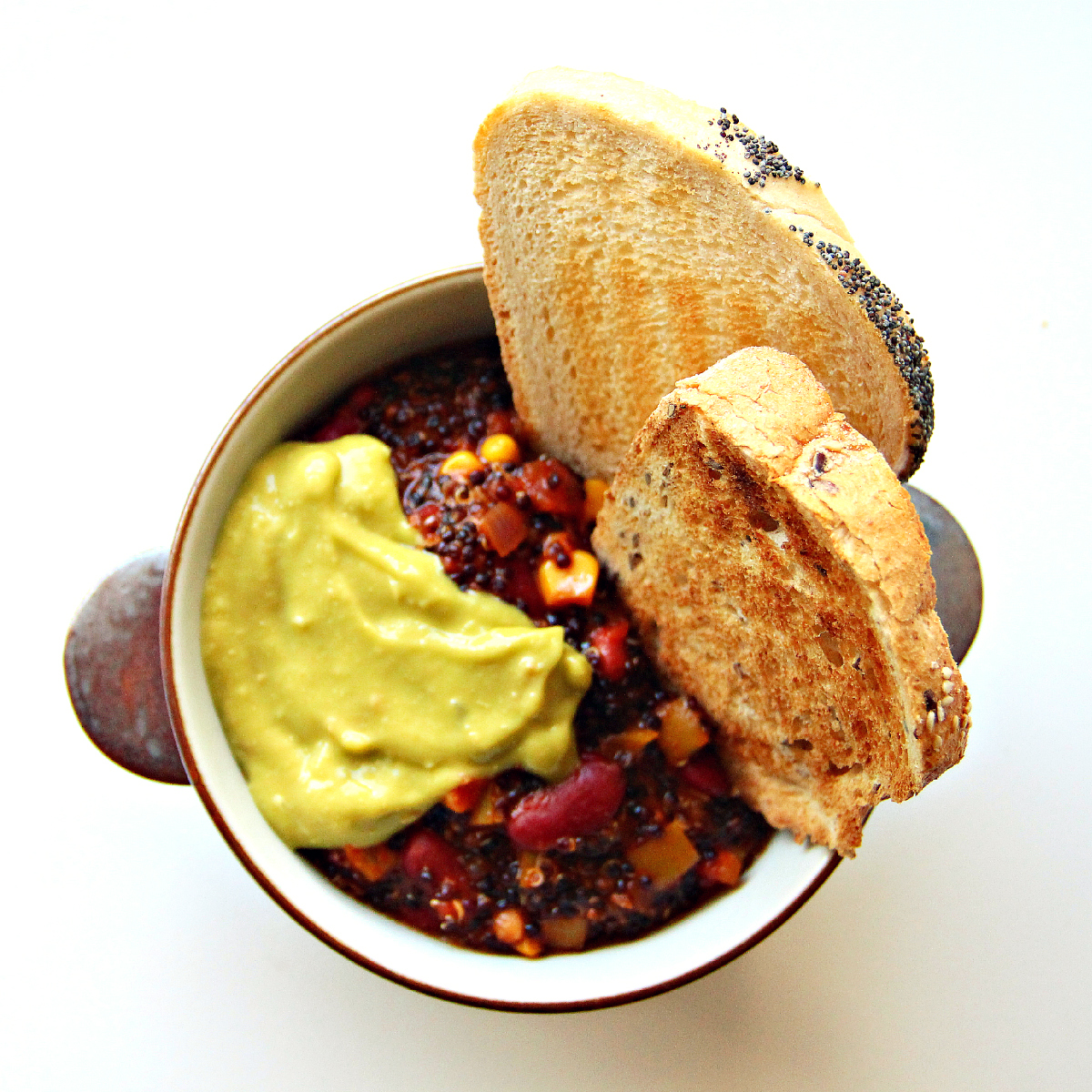 One Pot Vegan Bachelor Chili - The Vegan Eskimo