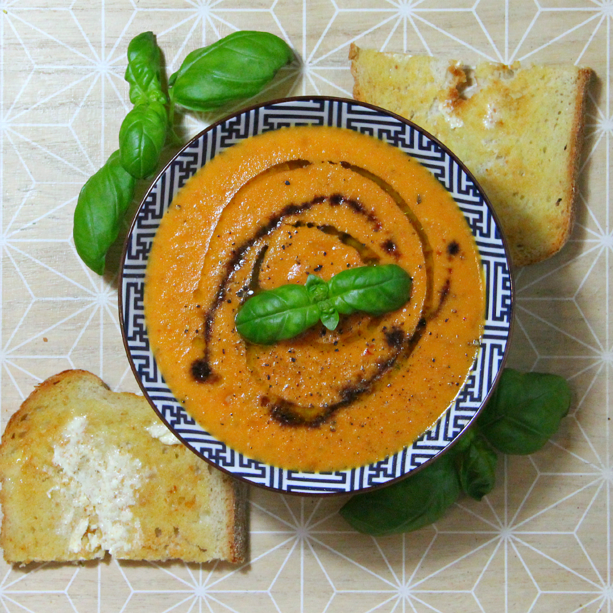Vegan Roasted & Creamy Tomato Soup - The Vegan Eskimo