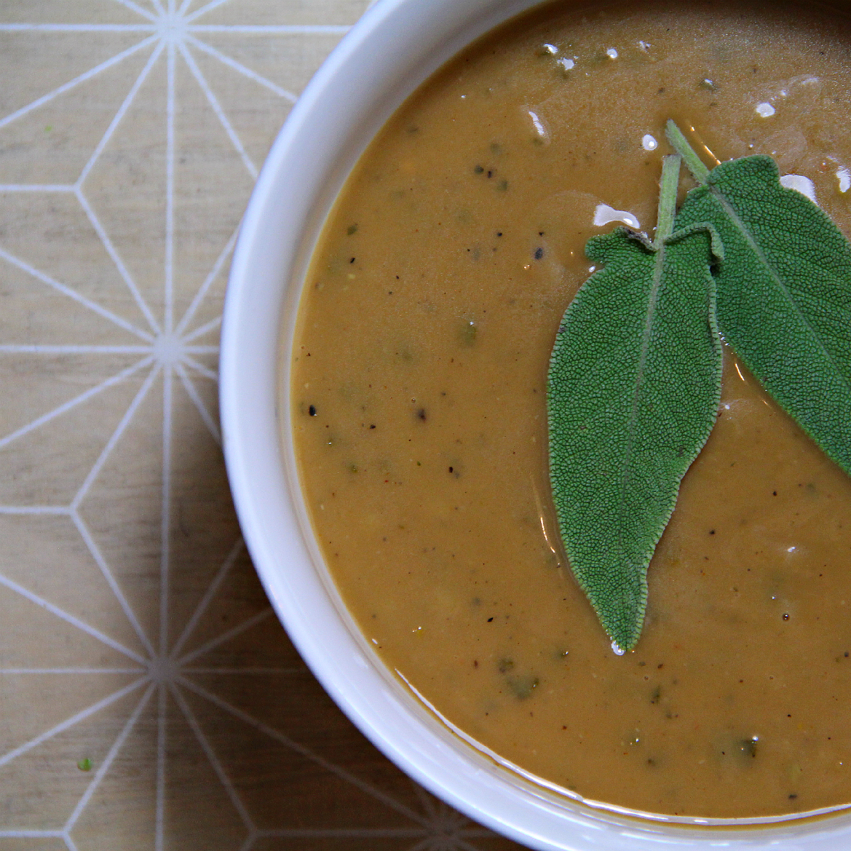 Vegan Sweet Sage Gravy - The Vegan Eskimo