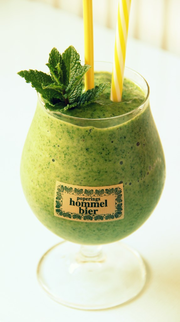Vegan Green Spinach Celery Cucumber Smoothie - The Vegan Eskimo