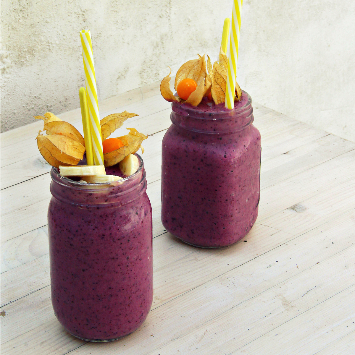 Violet Pineapple Blueberry Smoothie - The Vegan Eskimo